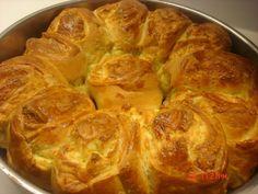 Pretzel Bun, Tasty, Yummy Food, Greek Recipes, Brunch Recipes, Food To Make, Food And Drink, Vegetarian, Breakfast