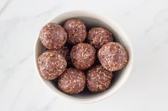 Made with only 5 simple ingredients, these coconut rough bliss balls are going to become your new go-to bliss ball. They also make a perfect addition to your child's lunchbox! Raw Chocolate, Chocolate Recipes, Best Gluten Free Bread, Raw Cacao Powder, Bliss Balls, Protein Ball, Energy Balls, Shredded Coconut, Serving Size