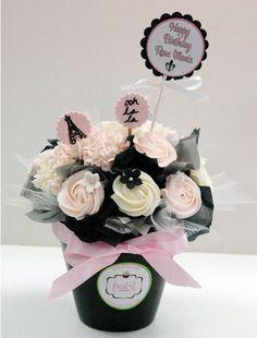 Mini Cupcake Bouquets, Cake Pop Bouquet, Food Bouquet, Edible Bouquets, Floral Cupcakes, Candy Bouquet, Custom Cupcakes, Mini Cupcakes, Cupcake Cakes
