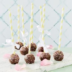 Brownie-cakepops - K-ruoka Candy Cookies, Cute Cakes, No Bake Cake, Cake Pops, Truffles, Food And Drink, Happy Birthday, Sweets, Baking