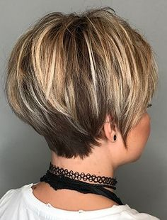 Pixie cuts are timeless and always in demand, all year round. As girls all over the world ditch their long tresses in favor of sweet, short and sassy coifs, the asymmetrical pixie cut is an ever popular choice. Short Choppy Hair, Short Thin Hair, Short Grey Hair, Short Hair With Layers, Short Hair Cuts For Women, Short Hair Back View, Choppy Pixie Cut, Long Pixie Hairstyles, Hair Affair