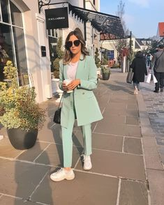 25 Latest Office & Work Outfits Ideas for Women > Suit Fashion, Work Fashion, Fashion 2020, Hijab Fashion, Fashion Outfits, Style Fashion, Mode Outfits, Office Outfits, Classy Outfits