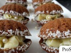 Orieškové mušličky so žĺtkovým krémom Hazelnut Cookies, Almond Cookies, Christmas Baking, Christmas Cookies, Holiday Cakes, Graham Crackers, Cookie Decorating, Sweet Tooth, Muffin