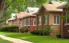 Chicagos Chatham, West Chatham and South Shore neighborhoods host a bounty of historic bungalow homes. Craftsman Bungalow Exterior, Bungalow Homes, Craftsman Bungalows, Bungalow Ideas, Visit Chicago, Chicago Travel, Chicago Style, Home Landscaping, Best Places To Live