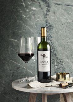 #globus #savoirvivre #deli #delicatessa #drink #wine #alcohol Shops, Drink Wine, Deli, Red Wine, Alcoholic Drinks, Good Food, Bottle, Glass, Tents