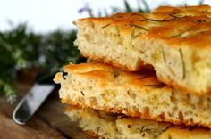 Fresh Herb Sprouted Focaccia-Sink your teeth into this tasty and healthy sprouted focaccia bread. Guest Post By: Kaitlyn Ashner, Dominican University Nutrition and Dietetics Student Have you ever wanted to bake focaccia bread … Traeger Recipes, Grilling Recipes, Focaccia Recipe, Oven Roasted Turkey, Dough Ingredients, Sem Lactose, Le Diner, Bread Recipes, Gastronomia