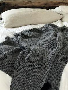 Marilias tæppe - FiftyFabulousThey needed personality, so I gave them some!Lysposer, en fin liten gave eller vertinnegave Gave, Aqua Color, New Room, Blog, Embroidery, Blanket, Knitting, Crochet, Handmade