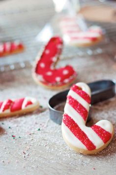 Receta paso a paso Galletas bastón de Navidad decoradas con glasa. Sorteo