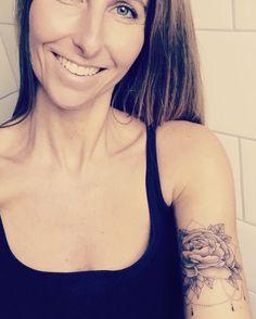 Boho Tattoo Peonies stands for wealth, prosperity and luck  (de pioenroos symboliseert rijkdom, welvaart   en geluk)