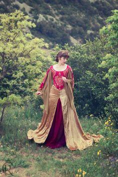 Vestido Prerafaelista Rojo y Dorado Fantasía por CostureroReal