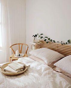Bedroom Inspo, Home Bedroom, Bedroom Decor, Summer Bedroom, Bedrooms, Long Bedroom Ideas, Bedroom Headboards, Decor Room, Modern Bedroom