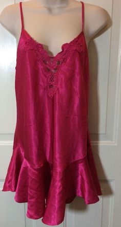 Size Large fuchsia satin short gown with peplum & lace trim great condition #CaliforniaDynasty #BabydollChemise