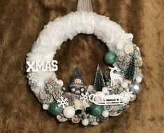 Adventi tálca mellé készítettem ezt a cuki kopogtatót, cuki és hangulatos lett 🙂. Hanukkah, Advent, Wreaths, Door Wreaths, Deco Mesh Wreaths, Floral Arrangements, Garlands, Floral Wreath, Garland