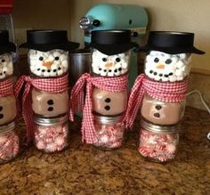 Photo: Hot Snowmen: 3 pint size or baby food jars. One for hot chocolate mix, one for mini marshmallows & one for peppermints. Black plastic...