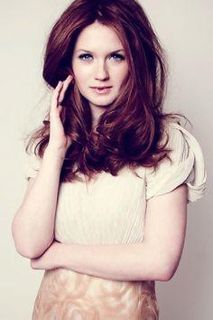 ginny weasley lookin hawt! love her hair color.