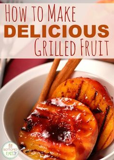 Savor the tastes of late summer with this dessert recipe for grilled peaches with yogurt, honey and walnuts. Peach halves grill to a golden brown in a few minutes, while the honey and walnuts heat up to combine with the cold yogurt for a delicious treat. Grilled Fruit, Grilled Peaches, Grilled Vegetables, Fruit Recipes, Dessert Recipes, Healthy Recipes, Desserts, Dessert Dips, Juice Recipes