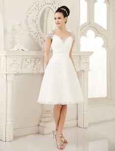 Vestido de noiva marfim curto com decote V em chiffon