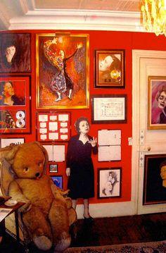 Le Musée d'Edith Piaf: a little-known Paris museum- http://www.guardian.co.uk/travel/2012/jun/01/edith-piaf-museum-paris