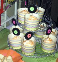 Cupcakes vainilla con dulce de leche y crema chantilly