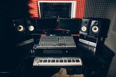 Music production tips, studio setup inspiration, and interviews with underground music legends from across the globe. Home Studio Setup, Music Studio Room, Music Courses, Digital Audio Workstation, Berklee College Of Music, Recording Studio Design, Underground Music, Building An Empire, Music Licensing