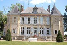 Petit château XIXème à proximité de Nevers Villas, French Chateau, Fantasy Artwork, Great Places, Beautiful Homes, Manor Houses, Mansions, Country, Architecture