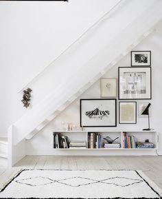 Deko Idee für die Wand unter der Treppe