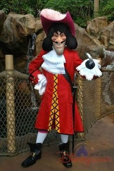 Captain Hook posing for a photo at Hong Kong Disneyland Disney Halloween, Halloween 2014, Family Halloween, Captain Hook Kostüm, Captain Hook Disney, Disney World Florida, Disney Parks, Walt Disney, Hong Kong Disneyland
