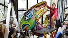 Deborah Halpern has created the sculpture titled Queen of the Shire at Kangaroo which is