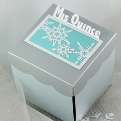 Quinceanera Recordatorios, Invitaciones. Winter Wonderland Quinceanera Box Invitations. www.jinkyscrafts.com