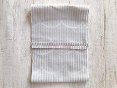 【型紙いらず】綺麗に仕上がるプリーツマスクの作り方 | SMILEWORKS25 Diy And Crafts, Sewing, Handmade, Craft Tutorials, Cover, Dressmaking, Craft, Sew, Stitching