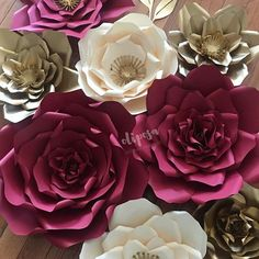Happy Holidays #paperflowers #paperflowerbackdrop #paperflowerwall #flowerwall  #candybuffet #desserttable #event  #floresdepapel #etsy #etsyshop #madewithmichaels #mymichaels #homedecor #catchmyparty