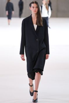 See the complete Lemaire Spring 2015 Ready-to-Wear collection.