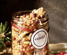 Domácí medová granola s brusinkami a vlašskými ořechy | Recepty Albert Granola, Cereal, Food And Drink, Sweets, Sugar, Healthy Recipes, Candy, Homemade, Cookies