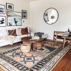 Spanish style homes – Mediterranean Home Decor Moroccan Decor Living Room, Boho Living Room, Home And Living, Living Room Decor, Living Spaces, Moroccan Bedroom, Moroccan Interiors, Spanish Style Homes, Mediterranean Home Decor