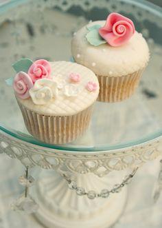 Pretty Shabby Chic cupcakes on a Pretty Shabby Stand:)