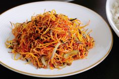 These spicy carrots make for an interesting accompaniment to the Sunday roast. Carrot Recipes, Lunch Recipes, Vegetarian Recipes, Cooking Recipes, Easy Recipes, Spicy Carrots, Sunday Roast, Food For A Crowd, Vegetable Side Dishes