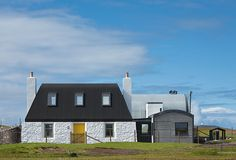 This new-build on Tiree mixes curves, arches and different levels with elements of balance and asymmetry to produce a house that is strangely harmonious and at home in its island setting If you've spent the past four decades dreaming about having a beachfront holiday home on your favourite island, only for the project to fall […]