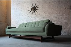 Flexsteel Thunderbird sofa,1962. To see more stunning mid-century modern pieces you just need to click on the pic.