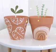 Painted Plant Pots, Painted Flower Pots, Pots D'argile, Clay Pots, Cute Crafts, Diy And Crafts, Room Deco, Pottery Painting, Diy Clay