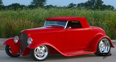 You will ❤ MACHINE Shop Café... (1932 Ford Roadster Street Rod)