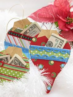 Make Ornament-Shape Gift-Card Holders for Christmas These cute paper Christmas ornaments feature pockets to hold gift-cards or money. Noel Christmas, Christmas Projects, Holiday Crafts, Holiday Fun, Christmas Ornaments, Christmas Paper, Handmade Christmas, Christmas Morning, Xmas