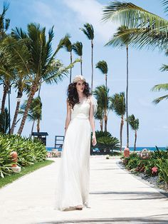 The biggest good thing about going for custom wedding gowns is that you simply get to wear the ideal dress about the most wedding day of your life. Summer Wedding Gowns, Wedding Dress Shopping, Wedding Dresses, Summer Weddings, Bridal Gowns, Photomontage, Amanda, Pronovias, Outdoor Life