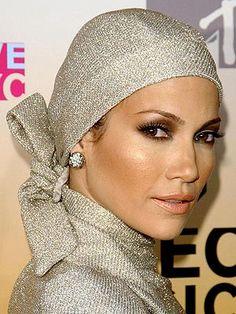 JLo is Jennifer Lopez! Jennifer Lopez, Divas, Head Scarf Styles, Modern Hijab, Headgear, Head Wraps, Most Beautiful Women, Hijab Fashion, Girl Fashion