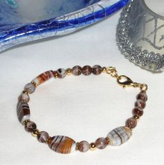 Bracelet Murano brown and white varigated  glass by Momentidoro, €35.00
