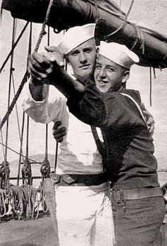 Vintage photographs of gay and lesbian couples and their stories. Vintage Couples, Cute Gay Couples, Vintage Men, Lesbian Couples, Vintage Black, Vintage Photographs, Vintage Photos, Havana, Vintage Sailor