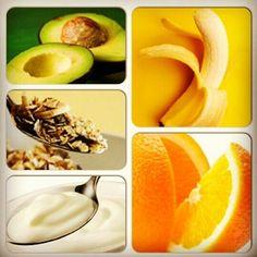 TOP 5 alimentos para que você tenha uma pele do rosto saudável e com aquela textura macia! Abacate, grãos, banana, iogurte e laranja ..... Quem aí já colocou no cardápio?  www.studiosandramartins.com.br