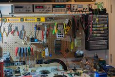 Whats your Work-Bench/lab look like? Post some pictures of your Lab. - Page 77 Diy Electronics, Electronics Projects, Computer Repair Shop, Electronic Workbench, Wood Shop Projects, Led Diy, Video Lighting, Shop Layout, Pictures Of You
