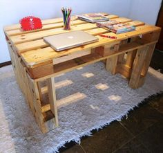 Sturdy Wooden Pallet Desk - 30 Easy DIY Pallet Ideas for Your Next Projects | 101 Pallets