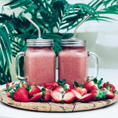 Strawberry Pomegranate Raspberry Smoothays I blended a pint of fresh strawberries and raspberries, heaps of pomegranate powder, 2 frozen bananas and a cup of coconut water. Jampacked with vitamin c and skin rejuvenating elements✘ #RADPlantlife #bysaber