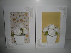 Quadro de flores artificiais em eva, com fundo em tecido